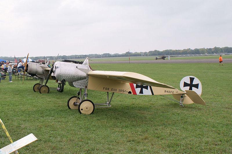 File:Fokker EIIIs LSideFront Dawn Patrol NMUSAF 26Sept09 (14413490617).jpg
