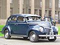 Ford Deluxe V8 Sedan 1939 (8955393656).jpg
