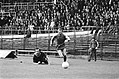 Frans Bouwmeester (NAC) ontdoet zich van Joop van Maurik (FC Utrecht), Bestanddeelnr 927-9120.jpg