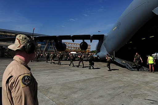 French troops depart C-17 in Mali 130121-F-GO452-1200