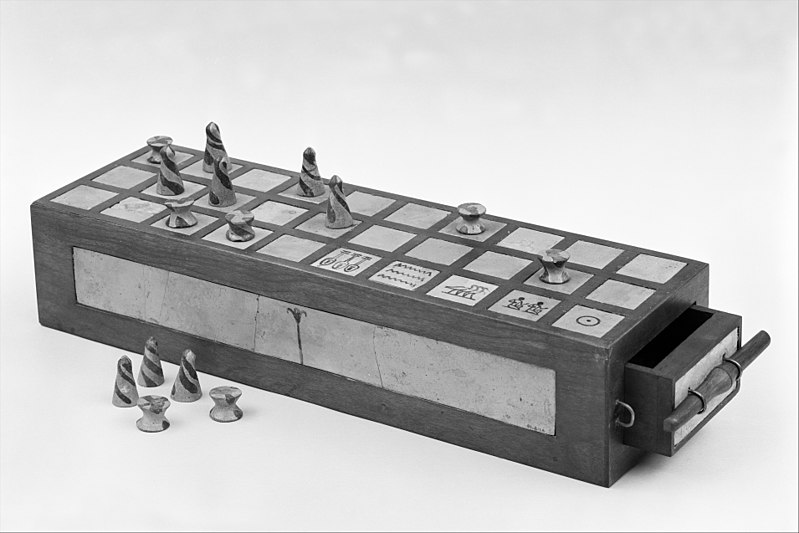 File:Gameboard and Gaming Pieces MET 130129.jpg