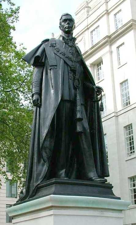 George VI - Statue - Carlton House Terrace - London - 310504