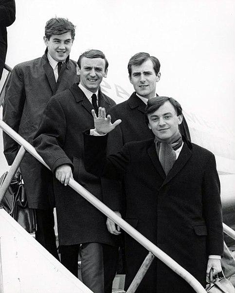 File:Gerry and the Pacemakers New York arrival 1964.JPG