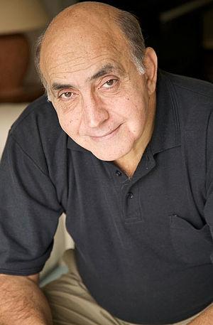 Sinoué, Gilbert (1947-)