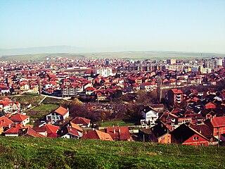 https://upload.wikimedia.org/wikipedia/commons/thumb/8/80/Gjakov%C3%AB_Kosovo.jpg/320px-Gjakov%C3%AB_Kosovo.jpg