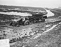 Goeree Overflakkee Sluishaven. Tractor trekt tractor door modder, Bestanddeelnr 905-5428.jpg