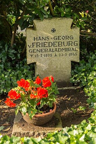 Hans-Georg von Friedeburg - Friedeburg's grave next to that of Wolfgang Lüth