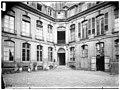 Hôtel des vivres,Hôtel Mascarani - Vue sur cour et escalier - Paris 03 - Médiathèque de l'architecture et du patrimoine - APMH00037932.jpg