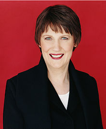 Portrait officiel de Helen Clark, en 2005.