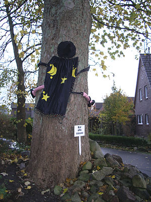 """Geography of Halloween - """"Don't drink and fly"""" decoration for Halloween, 2008 in Pinneberg"""