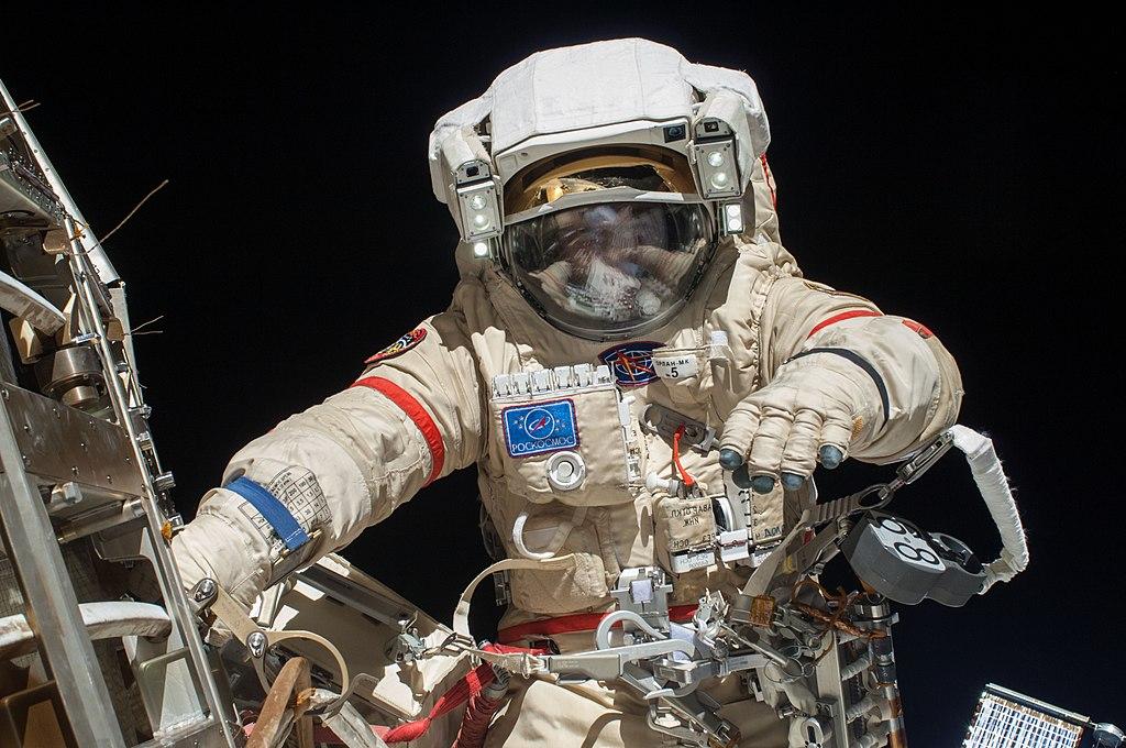 Космонавты России в открытом космосе (10 фото)