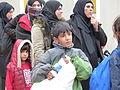 Immigranten beim Grenzübergang Wegscheid (22493468574).jpg