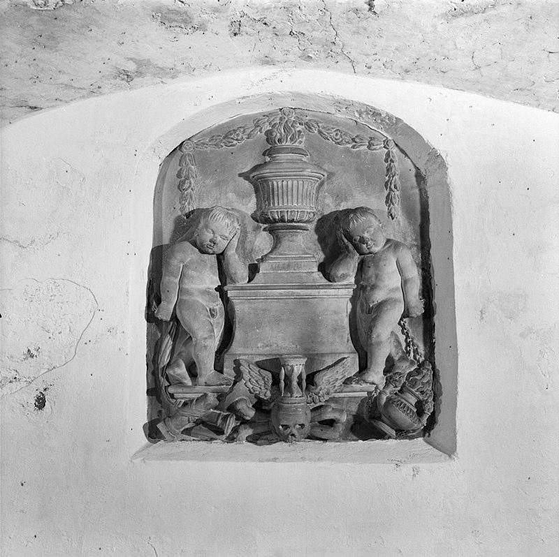 ... gedenksteen in grafkelder beneden de kerk - harkstede - 20101559 - rce