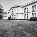 Invalidenhuis Bronbeek, voorgevel met ingang - Arnhem - 20025036 - RCE.jpg
