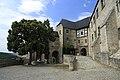 J27 091 Schloss Neuenburg, Vorhof der Kernburg.jpg