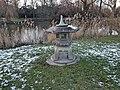 Japanische Laterne im Alsterpark am Alsterteich (2).jpg