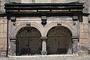 Jelenia Góra Kościół Świętych Erazma i Pankracego Epitafia na elewacjach zewnętrznych (5).JPG