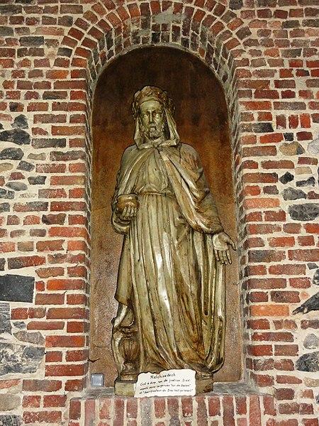 Jeumont (Nord, Fr) église St.Martin, statue Melchisedech