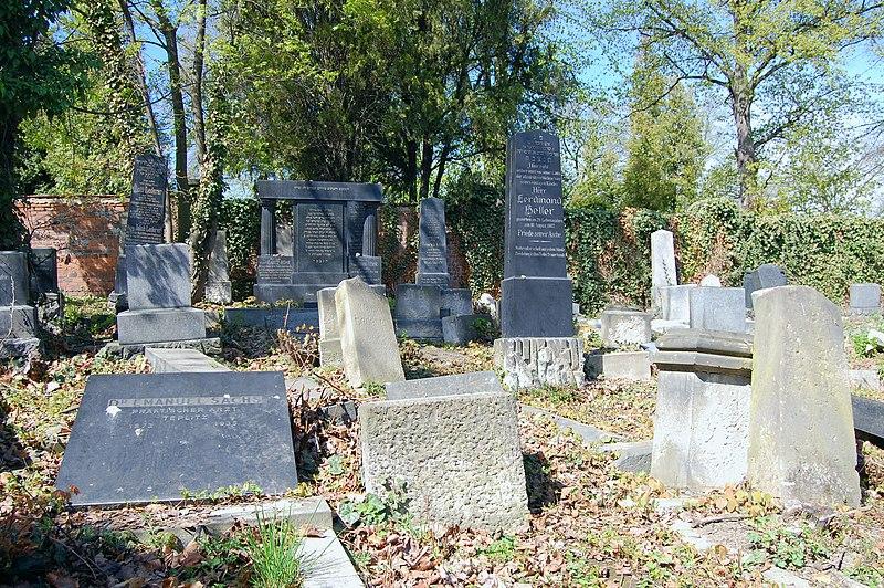 Datei:Jewish cemetery in Bílina, 2012-04, 02.JPG