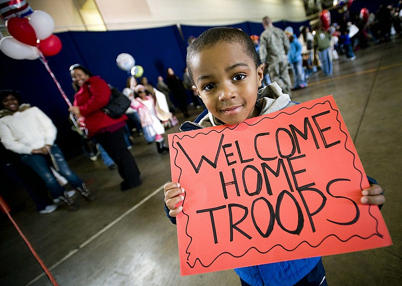 File:John Parker Jr., 4, proudly displays a sign celebrating his father's return.jpg