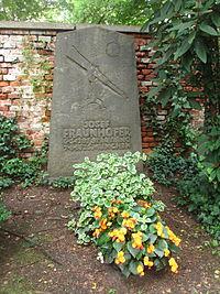 Josef-von-Fraunhofer-AA-12-Alter-Suedl-Friedhof-GF-25-001.jpg