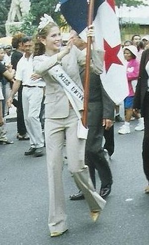 Justine Pasek - Pasek wearing the Mikimoto Crown at her welcoming parade in November 2003.