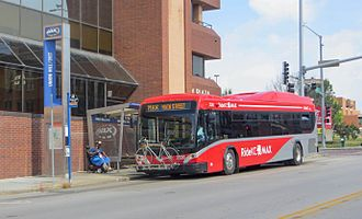 Metro Area Express - A bus at the southbound Union Hill/31st stop, on the Main Street MAX line, in 2016