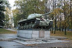 KV-85 in Avtovo.jpg