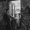 Kaartverkoop en rij wachtend publiek voor het Rialto-theater te Amsterdam, Bestanddeelnr 900-8229.jpg