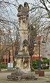 Kameni kip Svetog Trojstva u Apatinu.jpg