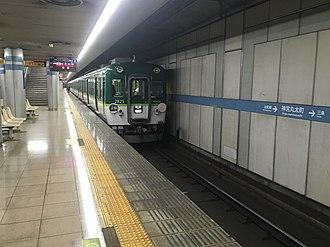 Keihan Ōtō Line - Keihan 2600 series EMU at Jingū-Marutamachi Station