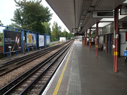 Kilburn station westbound look west