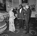 Koningin Juliana en Prins Bernhard ontvangen President Arap Moi van Kenya op Pal, Bestanddeelnr 930-3185.jpg