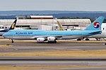 Korean Air, HL7643, Boeing 747-8B5 (43687775094).jpg