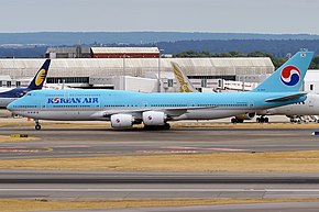 Korean Air, HL7643, Boeing 747-8B5 (43687775094).jpg