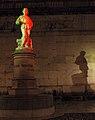 L'omo tricolore(illuminato in occasione del 150°anno unità D'Italia)Piazza A.Rossi schio.jpg