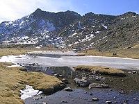 Laguna de los Pájaros con el Risco de los Claveles detrás.