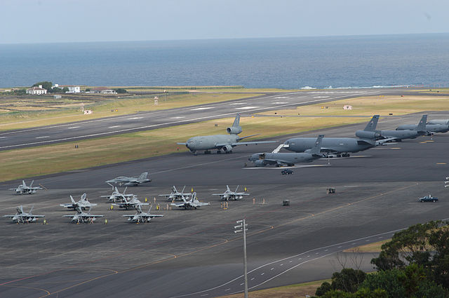 http://upload.wikimedia.org/wikipedia/commons/thumb/8/80/Lajes_field.jpg/640px-Lajes_field.jpg