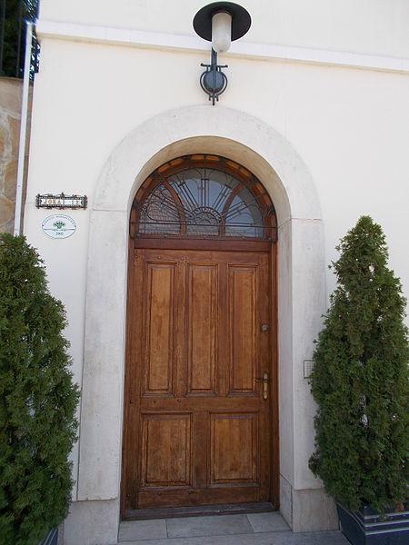 File:Lakóépület. Műemlék ID 6929. Utcai ajtó. - Budakeszi, Jókai utca, 12.JPG