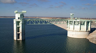 Lake McConaughy - The large outlet tower structure used to release water from Lake McConaughy (2002)