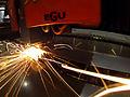 Laserschmelzschneiden von Edelstahlblech.jpg