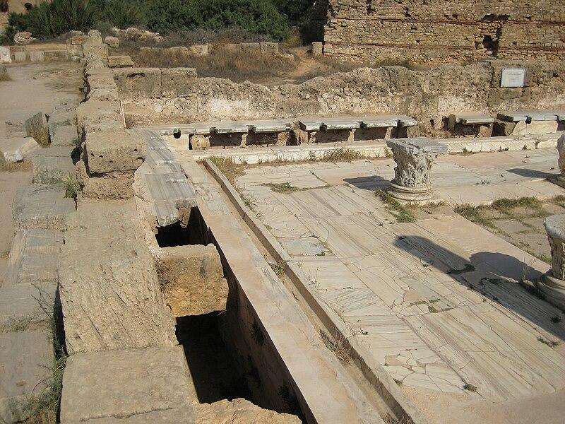 File:Latrines Leptis Magna.JPG