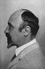 http://upload.wikimedia.org/wikipedia/commons/thumb/8/80/Leo_Hendrik_Baekeland%2C_1916.jpg/156px-Leo_Hendrik_Baekeland%2C_1916.jpg