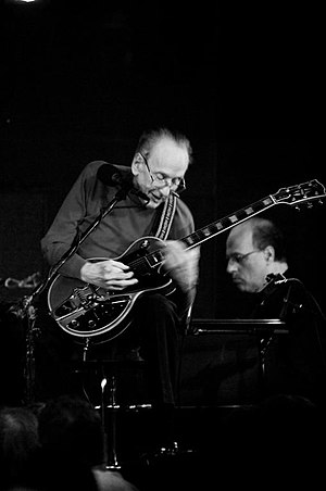 Les Paul - Les Paul playing a Gibson Les Paul at the Iridium Jazz Club in New York City, 2008