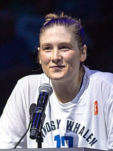 Lindsay Whalen speaking at the post-game celebration of her retirement from the Minnesota Lynx (cropped).jpg