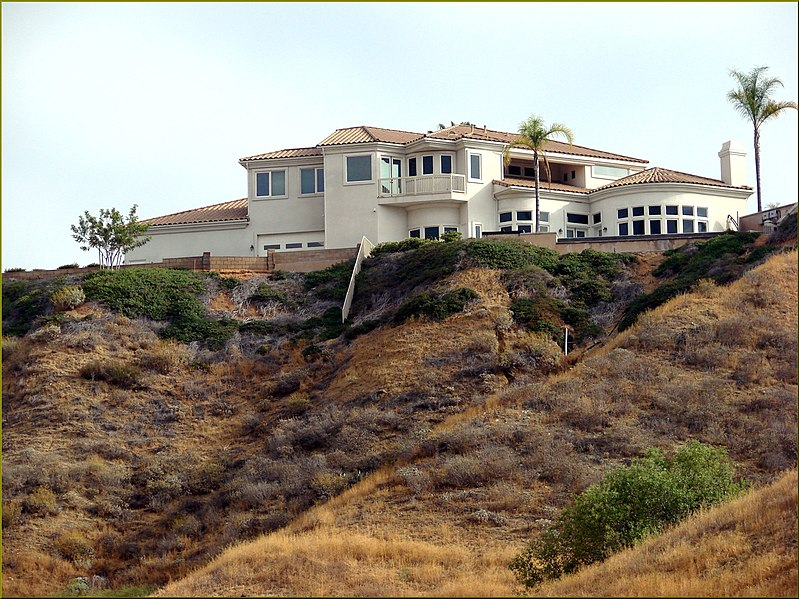 File:Living Large, Canyon View, Redlands 5-19-13a (9017018589).jpg
