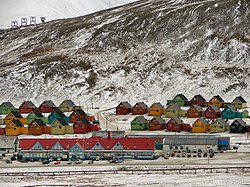 The toun centre o Longyearbyen afore the 2015 avalanche that destroyed mony o the hooses