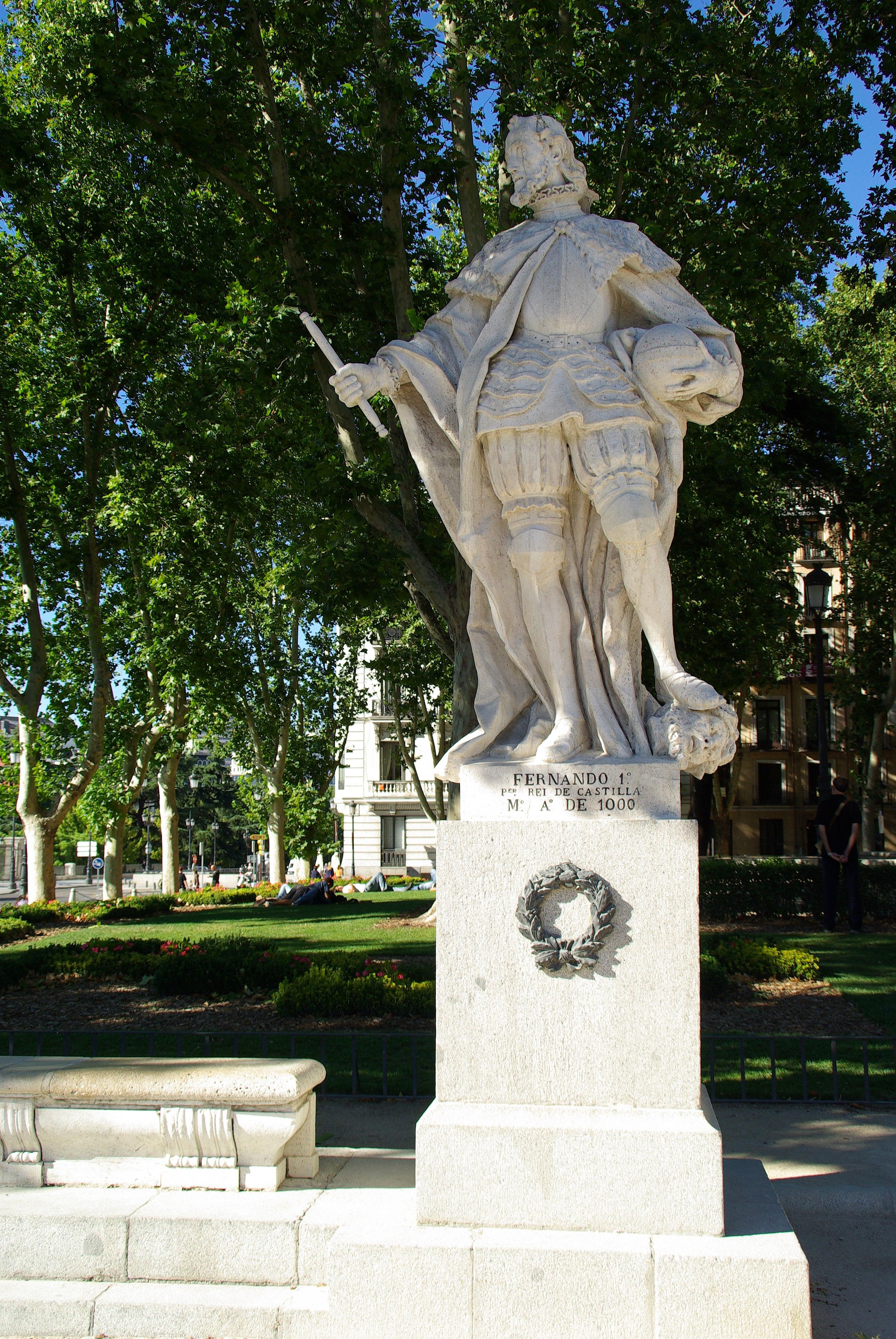 Estatuas de jardin great foto con mi mochila a cuestas for Estatuas jardin