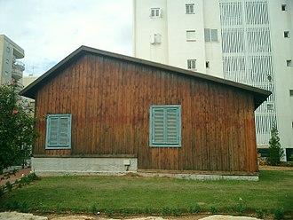 Magdiel - Restored hut of Magdiel pioneers
