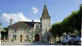 The town hall in Ormes